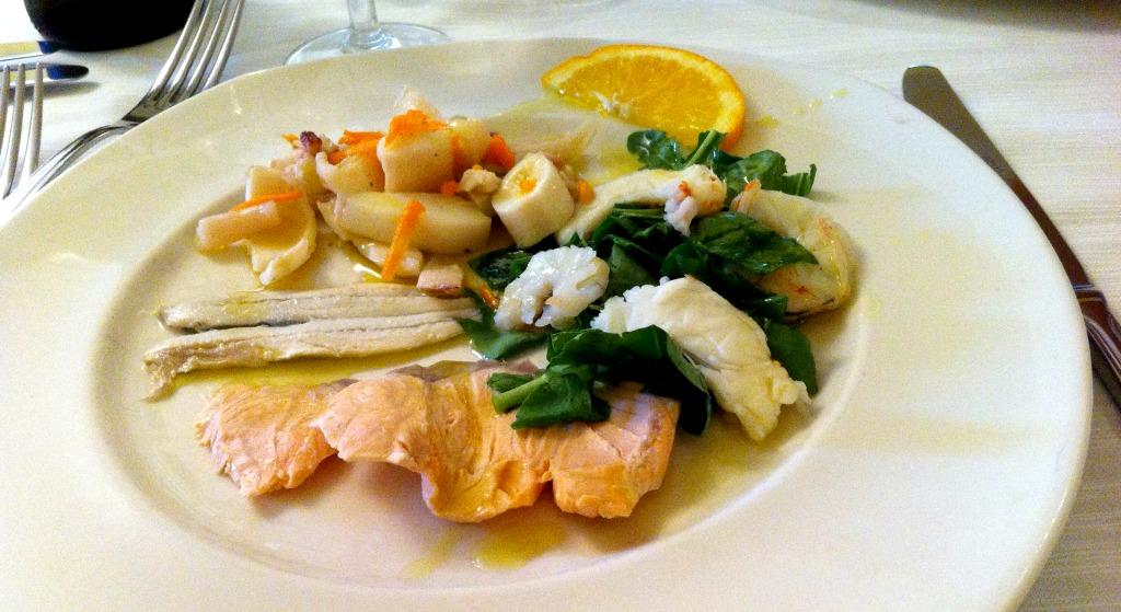 Una sana abbuffata di pesce da pedro a l 39 aquila mangiamondo for Antipasti freddi