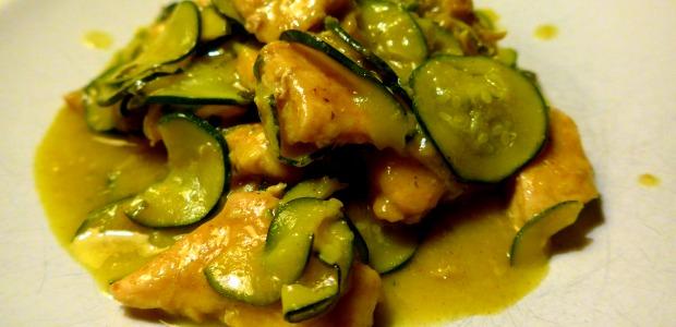 Bocconcini di pollo e zucchine al curry