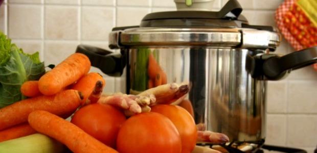 Cucinare con la pentola a pressione: consigli e tempi di cottura