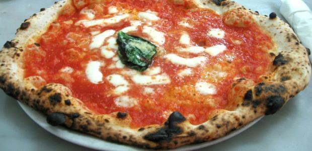 Ricetta Pizza Napoletana Da Michele.La Migliore Pizza Napoletana Da Michele Mangiamondo Com
