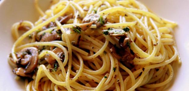Spaghetti funghi e tartufo nero mangiamondo - Tappeto thailandese ...