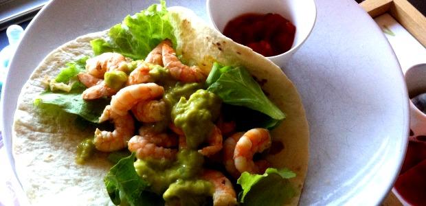 Tortilla di mais ai gamberi speziati e salsa gucacamole