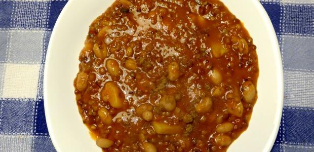 Zuppa di lenticchie, farro e borlotti profumata al cumino